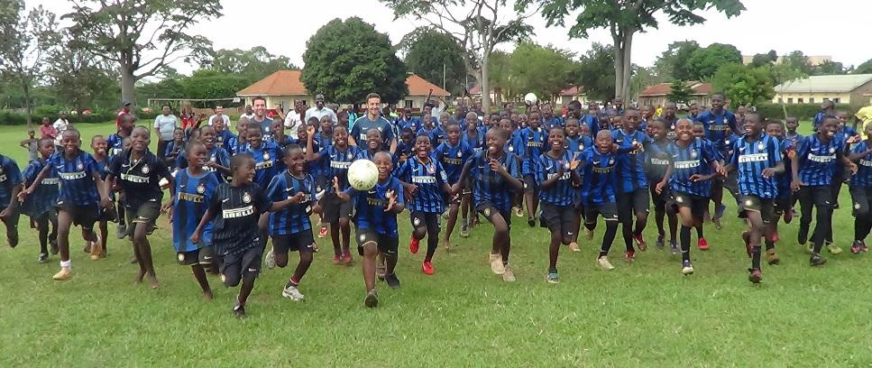 [In Uganda con MP Filtri dove la maglia dell'Inter non si toglie mai]