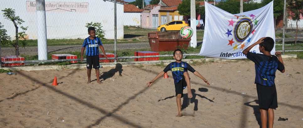 [INTER CAMPUS BRAZIL: BICYCLE KICKS ON THE SAND]
