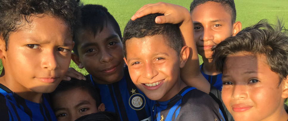 [INTER CAMPUS NICARAGUA, KIDS AND MUMS IN THE STANDS]