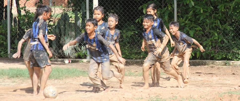 [Educazione e sport nel villaggio di Roong]