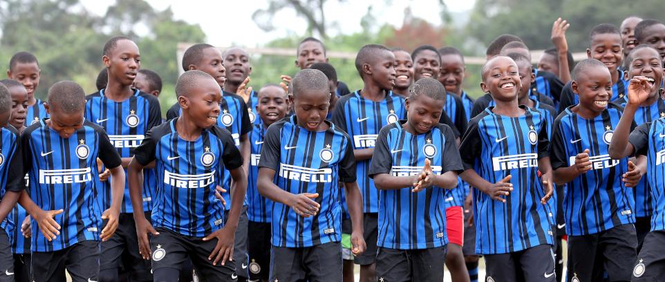 [Inter Campus e UEFA Foundation per i giovani del Camerun]